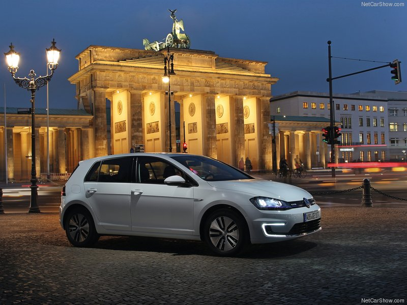 Volkswagen-e-Golf-2015-800-06